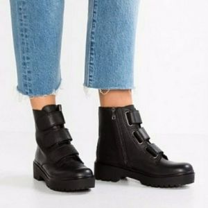 Steve Madden   Black Wayne Boots